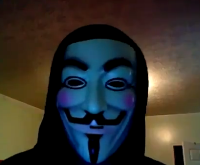 Sous le masque Anonymous, l'hacktiviste avait dénoncé la passivité des autorités.